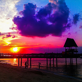 violet sunset @changi boardwalk by Maskun Ramli - Instagram & Mobile iPhone