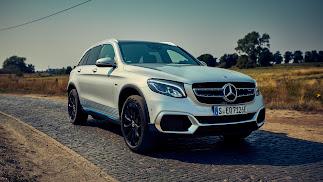 Mercedes-Benz entrega las primeras unidades del único vehículo del mundo con pila de combustible y tecnología híbrida enchufable