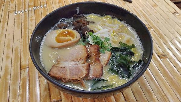 黑豚麵屋,湯頭濃郁,拉麵麵條 Q彈,味道接近日本正統的豚骨拉麵!!