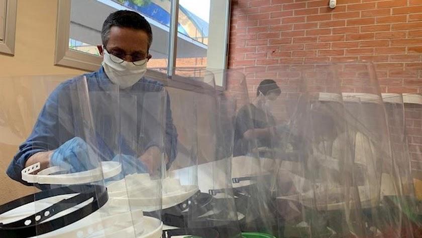 Son muchos los \'makers\' que han puesto su trabajo al servicio de los sanitarios.