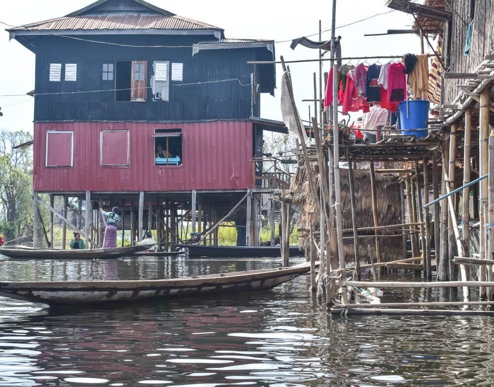 locals+stilt+houses+inle+lake+burma