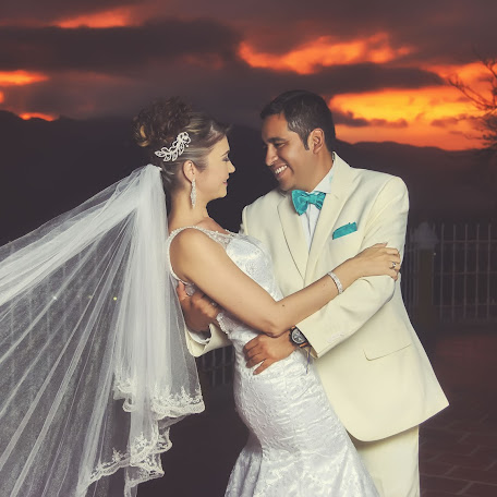 Wedding photographer Ricardo De la rosa mendoza (miotroplaneta). Photo of 10.04.2017
