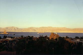 Photo: #017-En face, la Jordanie. Vue de notre chambre du Coral Beach d'Eilat