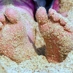 Sandy toes by Yvette O Beirne - Novices Only Portraits & People ( child, sand, feet, beach )
