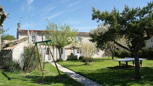 La Fermette gite 3 étoiles pour 10 à 12 personnes jardin clos à Surgères en Charente Maritime Aunis Marais poitevin