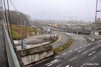 Photo: Blick von der Hängebrücke in Richtung B10 und Fern-/S-Bahn-Brücke