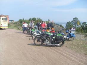 Photo: Mopedistit Bomarsundin pohjoistornin kentällä
