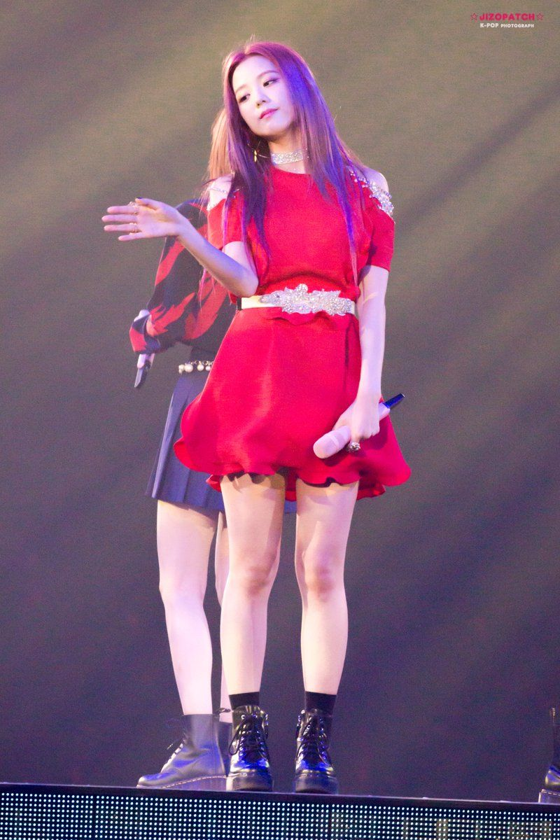 jisoo red 16