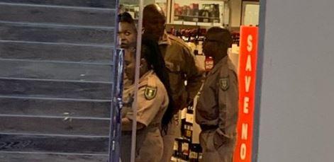 Gevangenisbeamptes wat ondersoek word nadat hulle in uniform in 'n drankwinkel raakgesien is - TimesLIVE