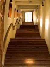 Photo: Kazimierz Dolny Sanktuarium Matki Boskiej Kazimierskiej dębowe schody XVII w.