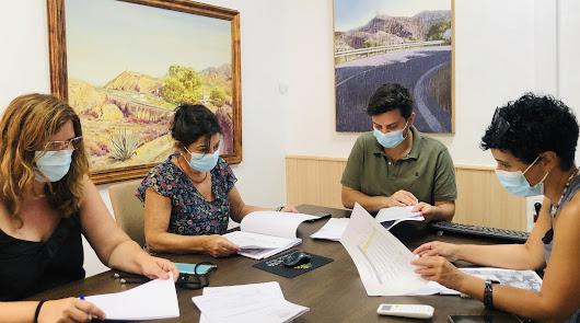 Huércal-Overa concede becas de material educativo a para alumnos en Secundaria
