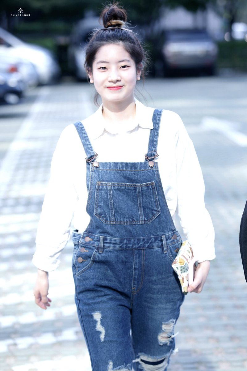 twice dahyun hip line 11