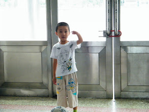 Photo: baby talking to his mom, emakingir, in her school's hall.