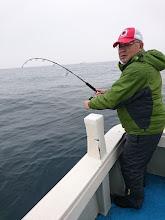 """Photo: """"皆川さん""""もヒーット! 「大した魚じゃねーよ!」"""
