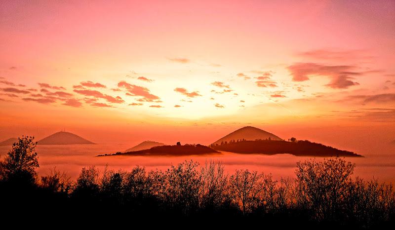 il mare di nebbia al tramonto di massimo_lazzarin