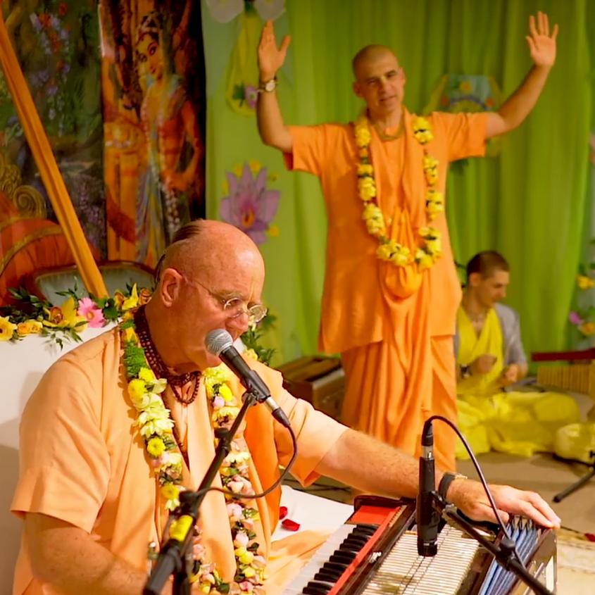 Indradyumna_Swami_kirtan