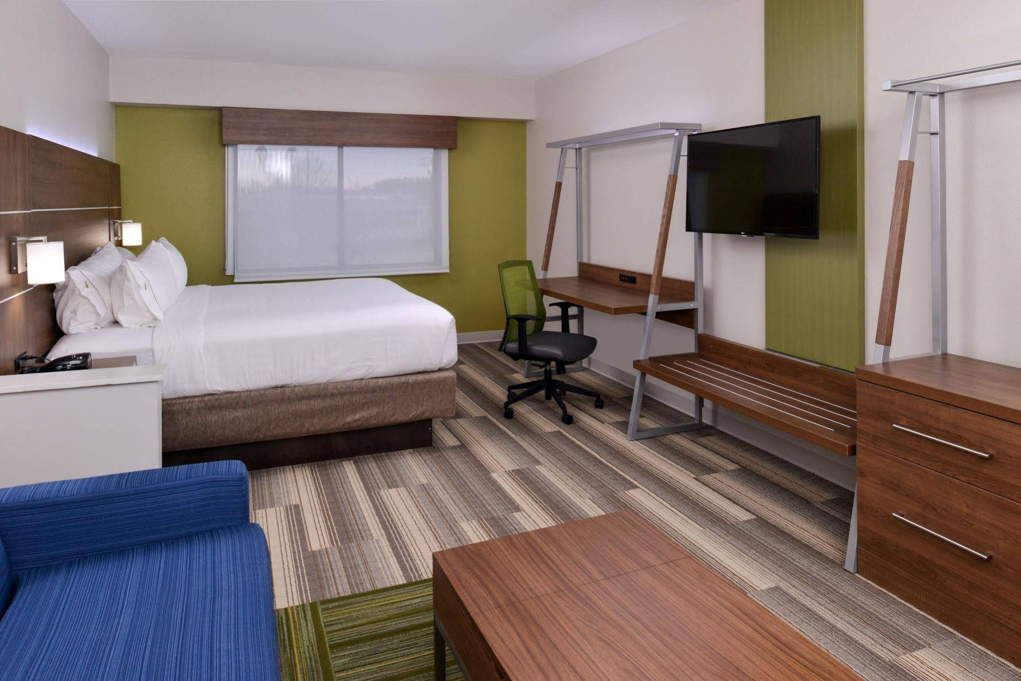 Holiday Inn Express and Suites Raleigh NE Medical Ctr Area