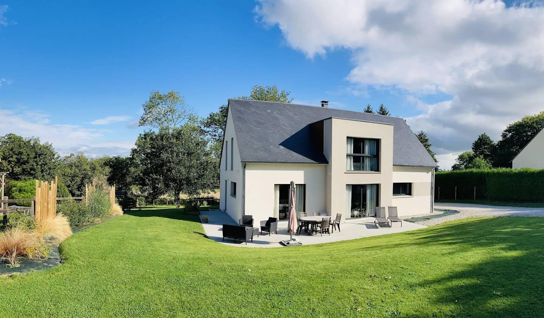 Maison contemporaine avec jardin et terrasse Sées