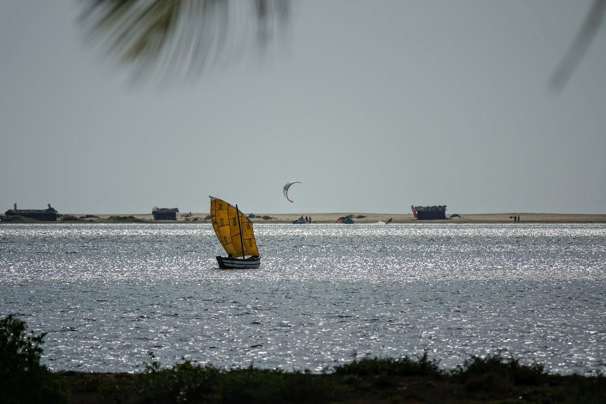 Sri. Lanka Kalpitiya Valampuri Resort. Kitesurfing in Kalpitiya Lagoon