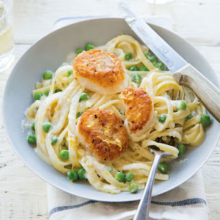 Seared Scallops with Creamy Fettuccine and Peas