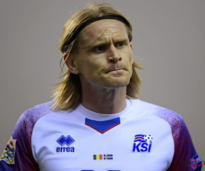 ? Ari Skulason, verdediger van IJsland en Lokeren, tekent voor één van de mooiste goals van de interlandbreak