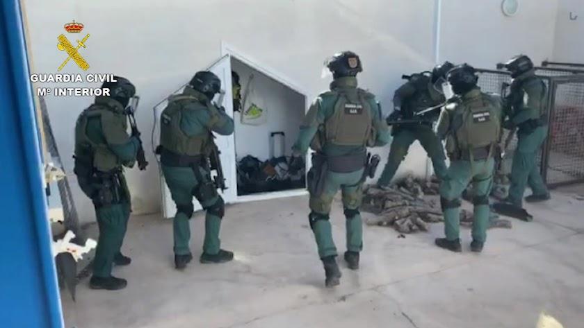 Registros de la Operación Tortelini de la Guardia Civil contra el tráfico de hachís en Níjar, a principios de verano.