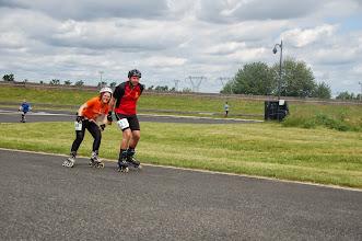 Photo: Quelques minutes avant la fin, Solène s'abrite derrière Christophe. C'est ça l'esprit d'équipe qui se crée au vélodrome d'Aulnay ...