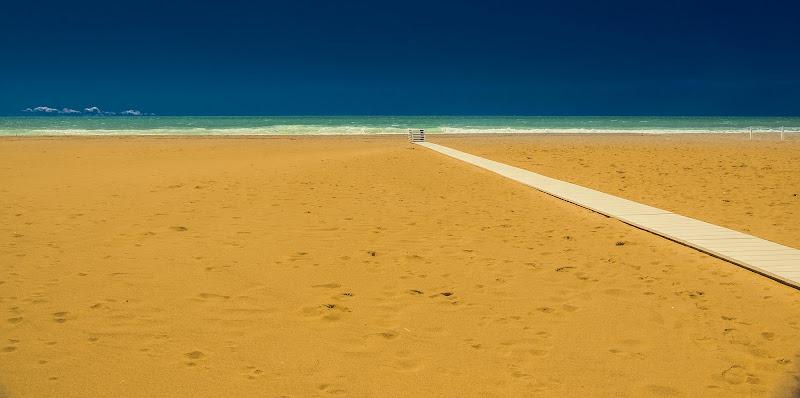 La spiaggia di cinquale in primavera di arturoaiello