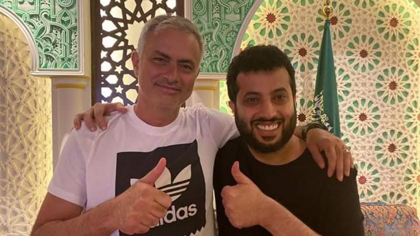 Mourinho visita a Turki Al-Sheikh.