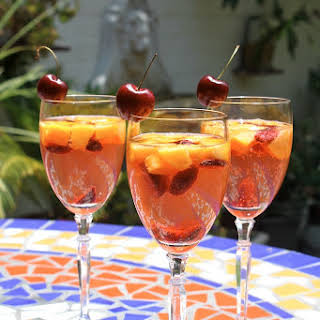 WHITE WINE SUMMER SANGRIA SPRITZER.
