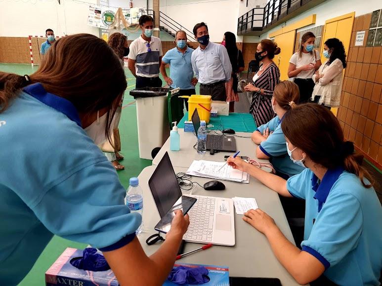 Punto de vacunación establecido en el núcleo de Balerma (El Ejido).