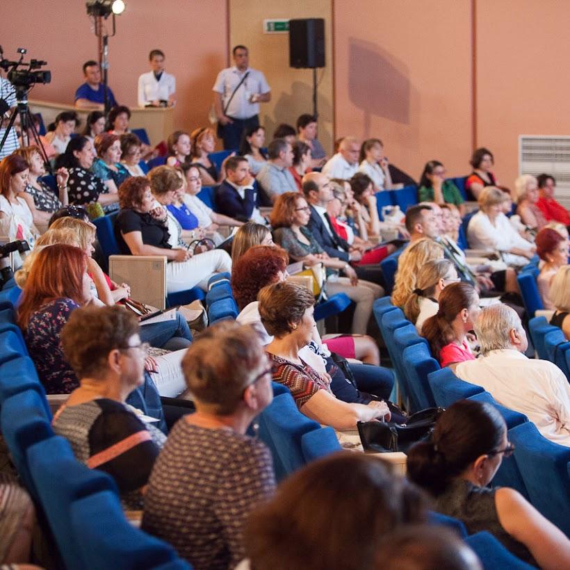 scoala-romaneasca-la-granita-dintre-traditie-si-inovare-prin-tehnologie-027
