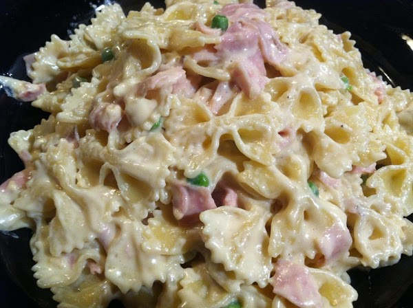 IN A LARGE BOWL COMBINE COOKD PASTA WITH CHEEZY HAM N PEA MIXTURE...MMMMMMMM. ...