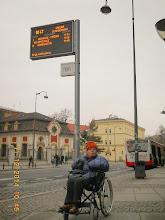 Photo: 11 XiI 2014 roku - czekam z Jankiem na autobus do Szczodrego