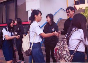 Photo: Penyambutan siswa siswi baru oleh kakak OSIS
