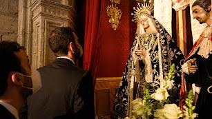 El alcalde, Ramón Fernández-Pacheco, ante la Virgen de la Soledad.