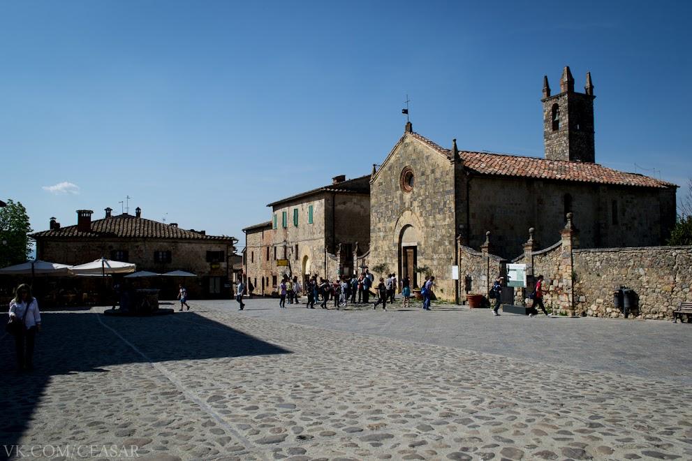 Монтериджони, центральная площадь, провинция Тоскана
