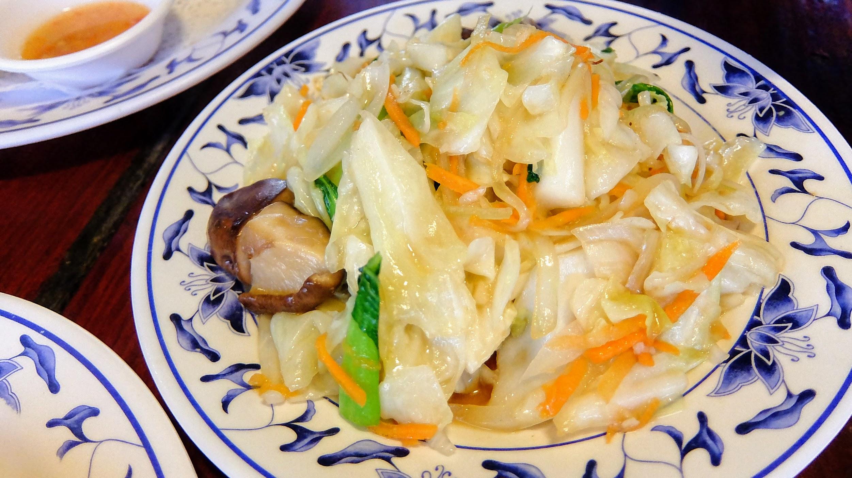 炒什錦時菜,就一堆菜炒再一起,好像台式熱炒啊!