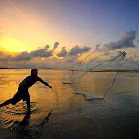 I am Speed by Bob Shahrul - People Street & Candids ( speed, sunset, fish, net, catching )