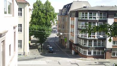 Photo: Die Einmündung der Goldbergstraße (im Hintergrund die Kampstraße) in den Bergischen Ring.