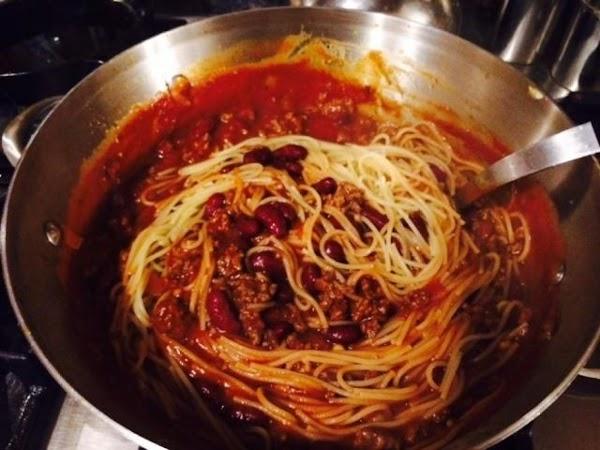 Drain cooked spaghetti and stir into chili.  Serve hot.
