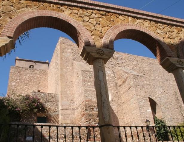 Mojácar, monumento en el centro de la ciudad.