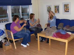 Photo: Workshop i att lära sig spinna på slända