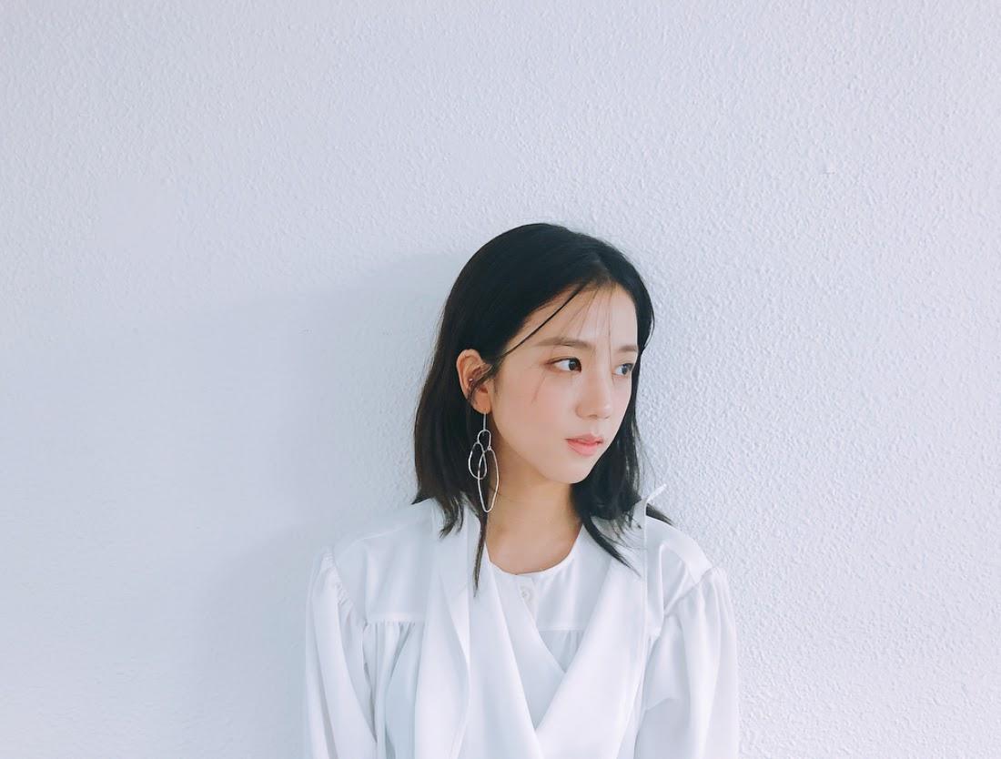 jisoo white