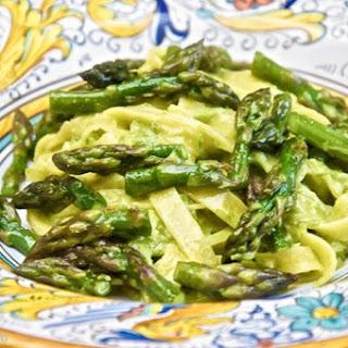 Tagliatelle alla crema di asparagi (Tagliatelle with Asparagus Purée)
