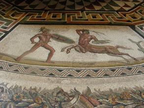 Photo: 016 Vatikaanin_museossa_mosaiikkityö.