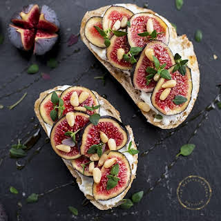 Toasted Bread with Quark & Fresh Figs.