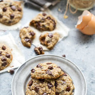 The BEST healthy oatmeal chocolate-chip cookies.