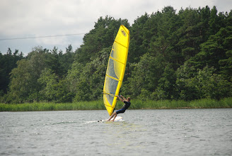 Photo: This picture shows how a KONA OD sail with normal batten tension doesn't twist from the head, but instead opens up at the mid leach (battens 3 and 4 from the top). This is corrected by overtensioning the lower 3 battens whereby the leach tension increases, the sail reacts properly to pumping, and the head twists of as it is supposed to.