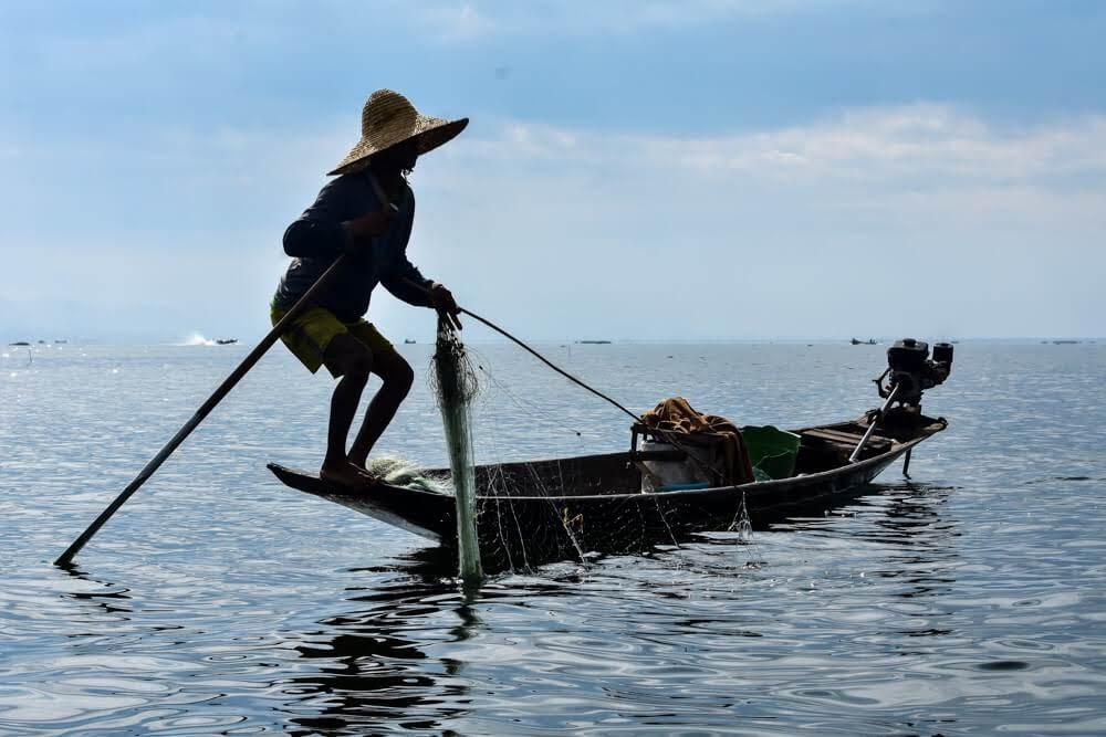 intha+fisherman+lake+inle+myanmar